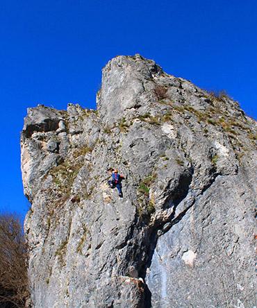 Foca rock climbing