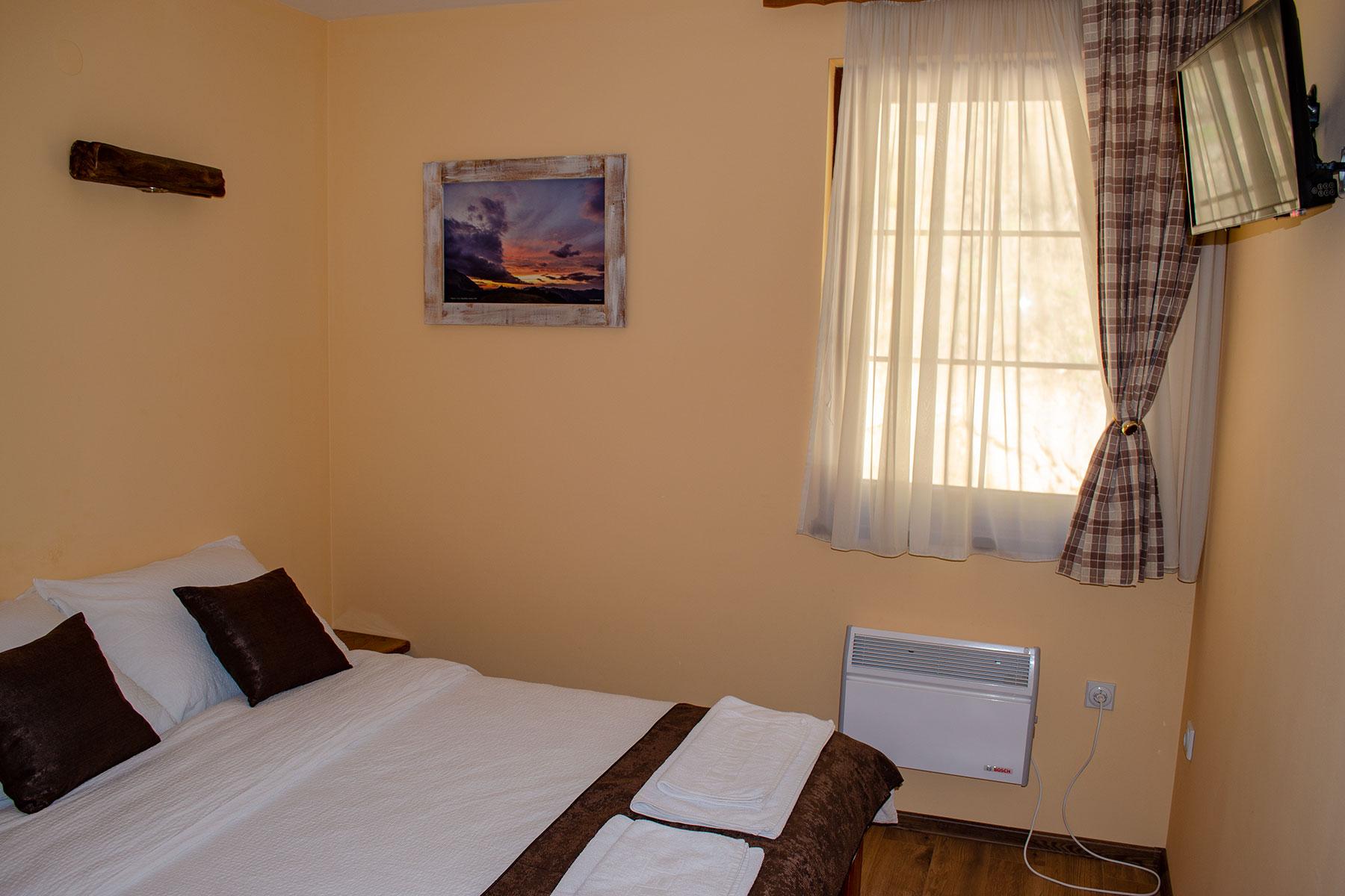 soba sa bracnim krevetom hotel kompas foca